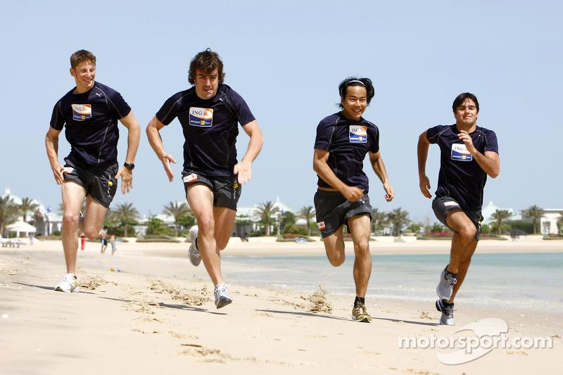 pilotos F1 corriendo